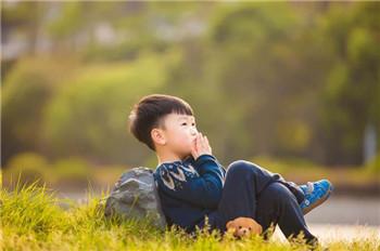 小儿抽动症的早期发病表现主要有哪些